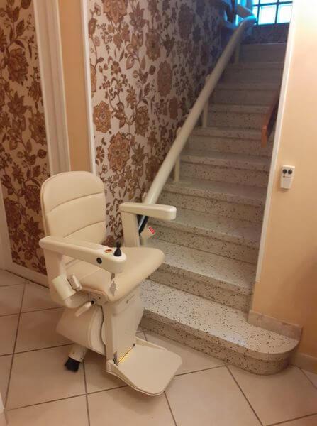 Monte-escalier droit à Poisy