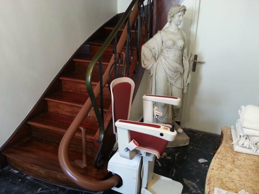 Monte-escalier courbe à Valserhone
