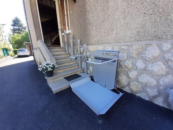 Plateforme monte-escaliers à Annecy