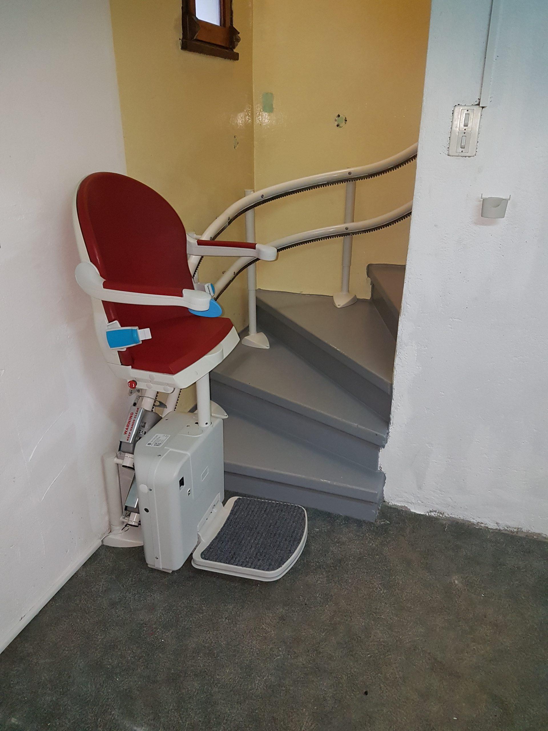 Monte escalier courbe à Poisy (74)