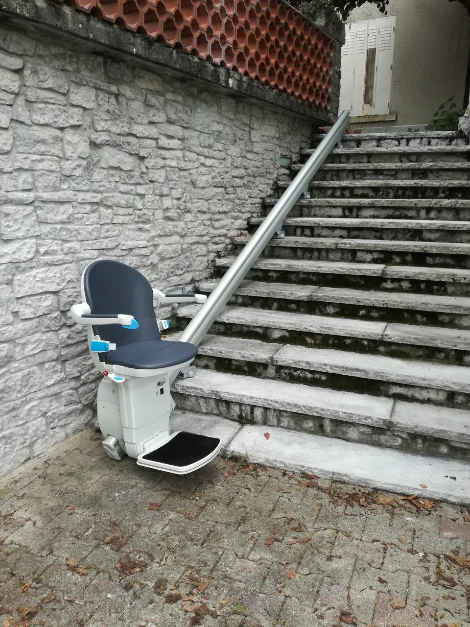 Monte-escalier extérieur droit à La Tour Du Pin (38)